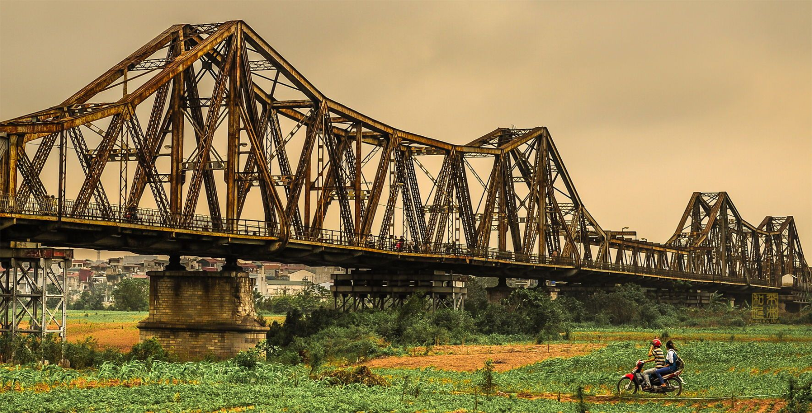 Long Bien Bridge is a place to watch romantic sunset in Hanoi