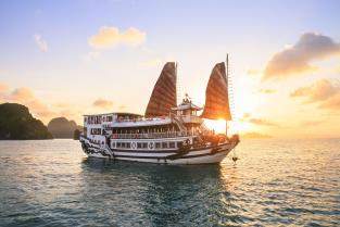 ​Royal Palace Cruise  3 Days – 2 Nights
